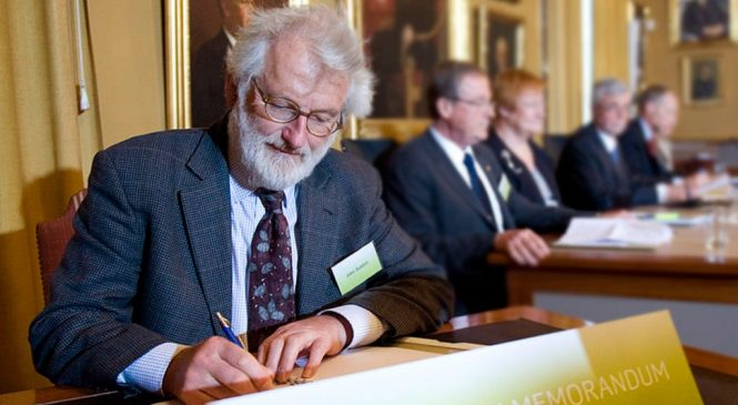 Genome pioneer John Sulston enters elite club