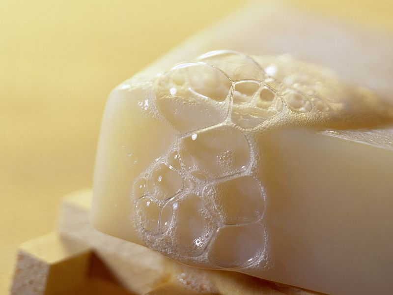 Group urges tougher limits on chemical in soaps, cosmetics
