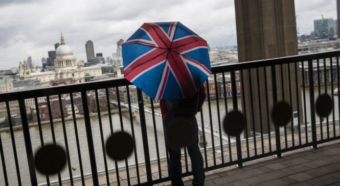 UK productivity falls to pre-crisis level