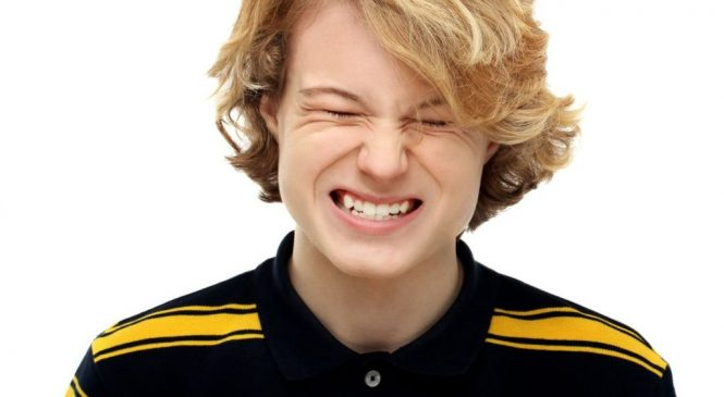 Teeth-grinding in teens 'a sign of being bullied'