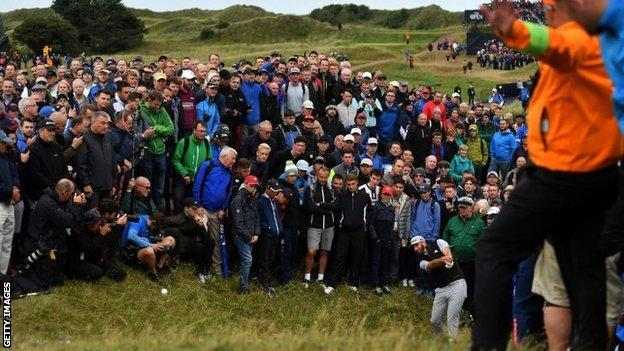 Spieth leads The Open by two shots – report & highlights