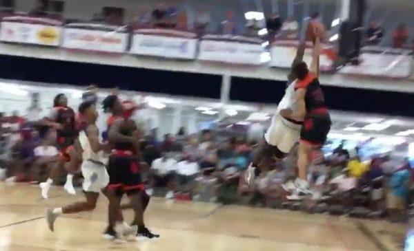 Top high school prospect Zion Williamson has ridiculous block