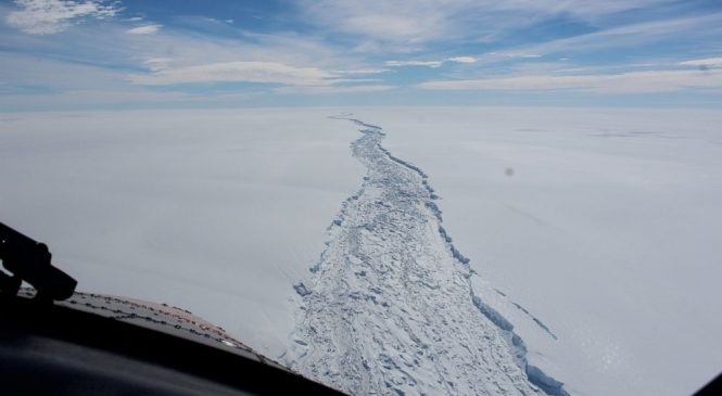 Massive iceberg breaks off in Antarctica