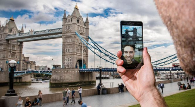 Nokia 8 offers the 'bothie' to replace the selfie