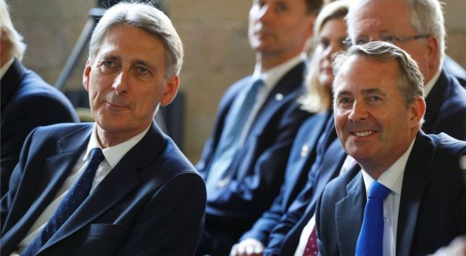 Philip Hammond and Liam Fox in post-Brexit deal call