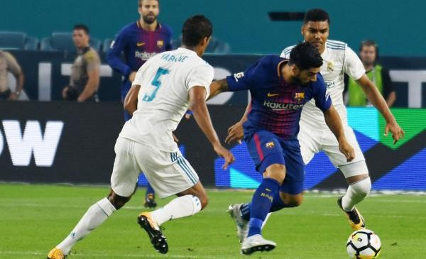 Barcelona's Luis Suarez to miss at least one month with knee injury
