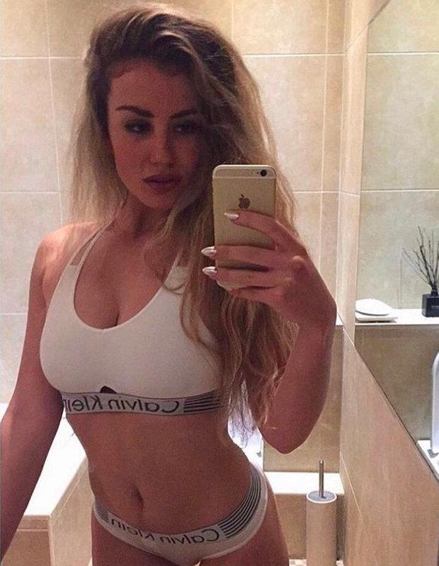 Chloe Ayling takes selfie