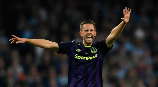 Ronald Koeman hails Gylfi Sigurdsson as Everton reach Europa League group stage
