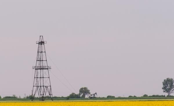 Texas oil production slightly lower, early data show