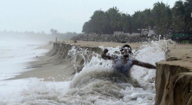 Hurricane Max hits southern Mexico near Acapulco