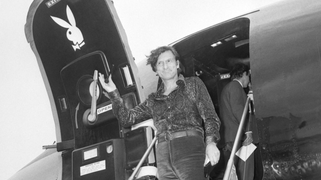 Hefner arrives at Heathrow Airport in August 1971