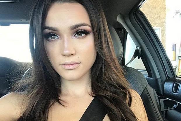 Natalie Zettel stuns in car selfie