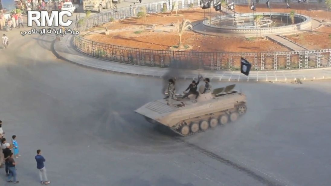 Syrian Democratic Forces take control of the Al-Naim Roundabout in Raqqa