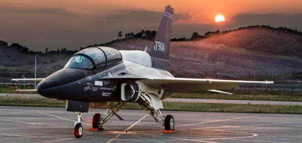 Lockheed test pilot reaches 100 hours in proposed 5th generation trainer