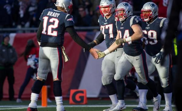 Tom Brady tosses four touchdowns as New England Patriots rout Miami Dolphins