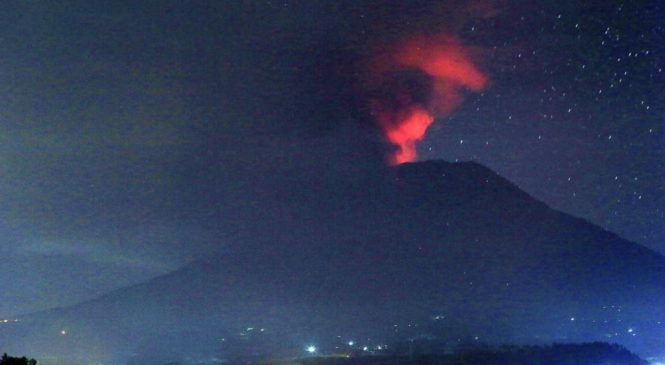 Bali volcano erupts but flights operating normally