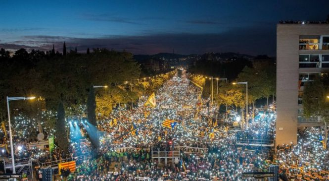 Thousands demand release of Catalan officials