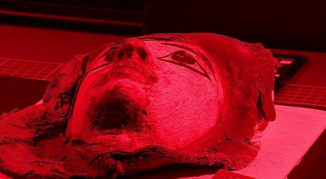 Scan technique reveals secret writing in mummy cases
