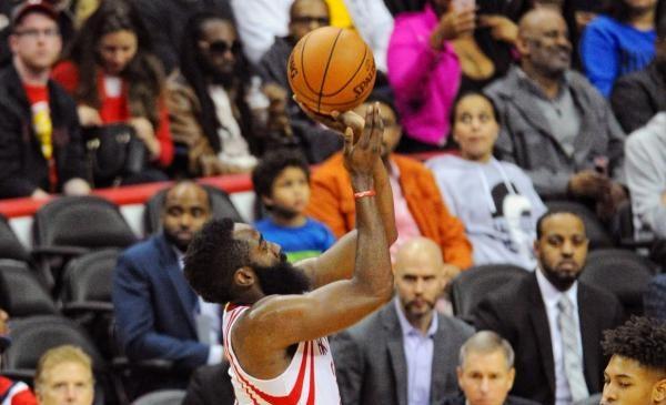 Houston Rockets clip Milwaukee Bucks for 13th straight win