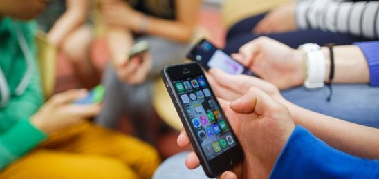 France to ban mobile phones in primary, middle schools starting in September 2018
