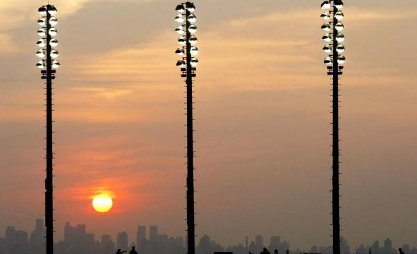Blinded by the light: Birds lured into ecological traps by light pollution