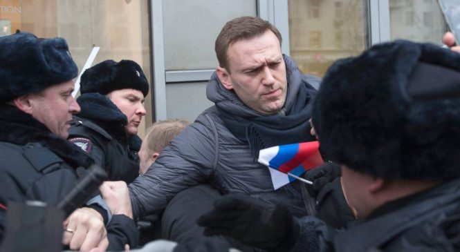 The Latest: Russian protesters march past govt headquarters