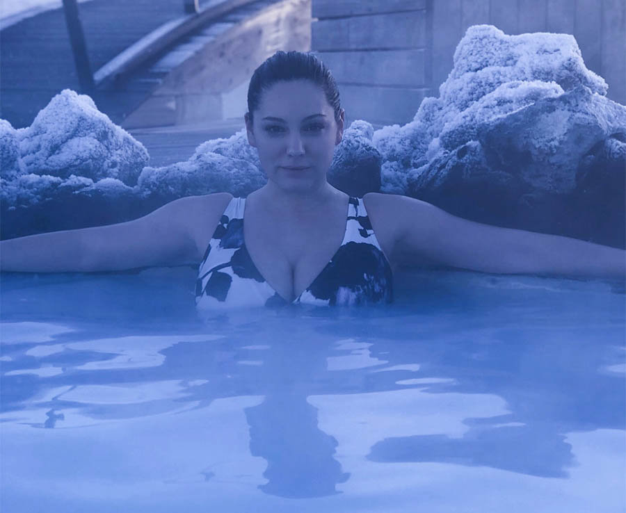 Kelly Brook's colossal cleavage explodes out of bikini in sinful snap