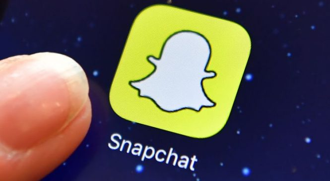 Oh Snap! Jenner's tweet sees Snapchat shares fall