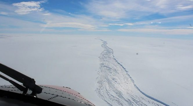 UK team set for giant Antarctic iceberg expedition