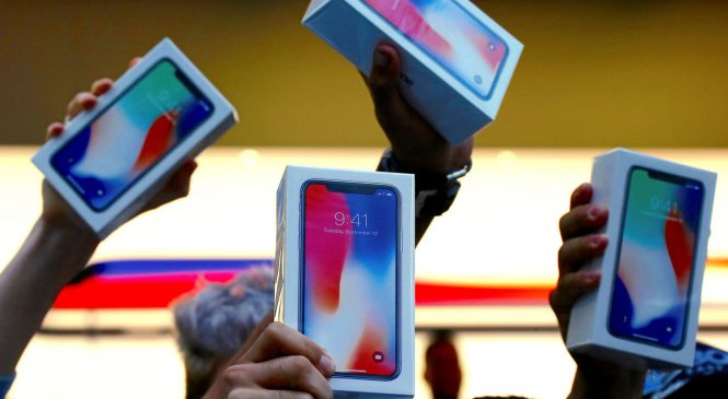iPhone sales dip despite record revenues