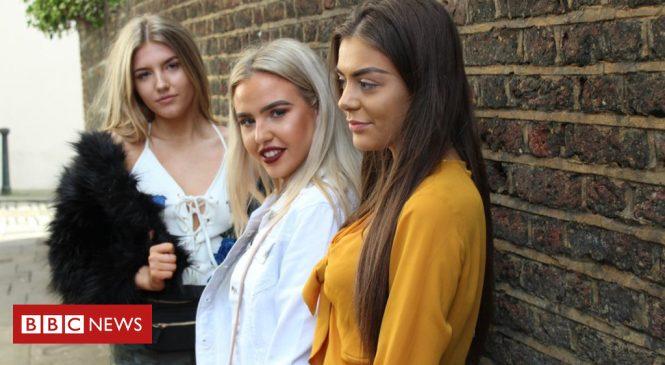 2,000 jobs under threat at fashion chain