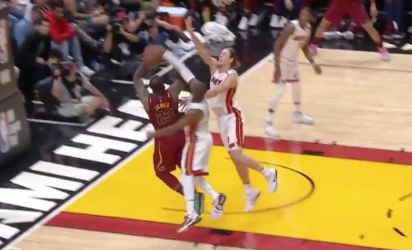 Dwyane Wade blocks LeBron James' shot into the seats