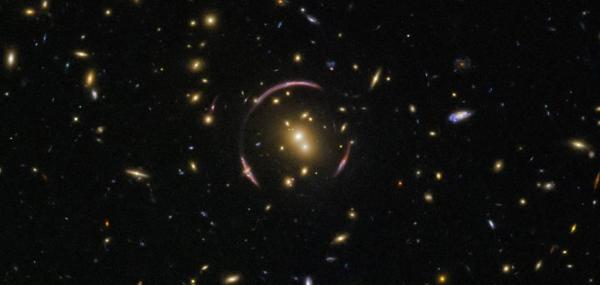 Hubble spots Einstein ring surrounding galaxy cluster