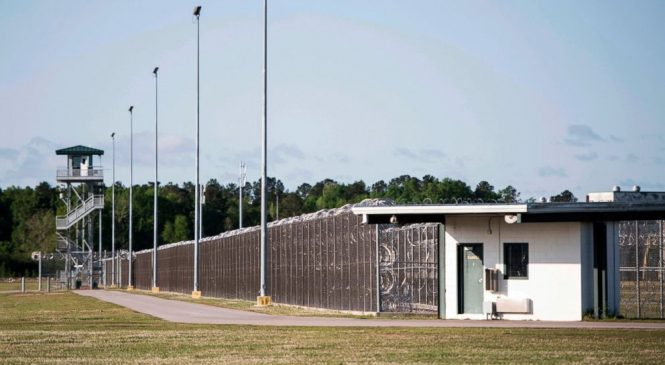 Inmate: Prison officers complicit in cellphone problem