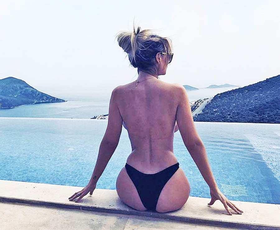 Rhian Sugden strips TOPLESS for sizzling reveal