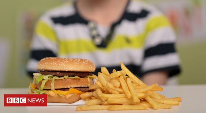 Deprived areas 'have five times more fast food outlets'