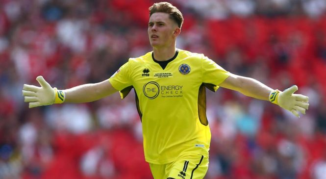 Manchester United goalkeeper Dean Henderson commits future to Red Devils after Shrewsbury loan