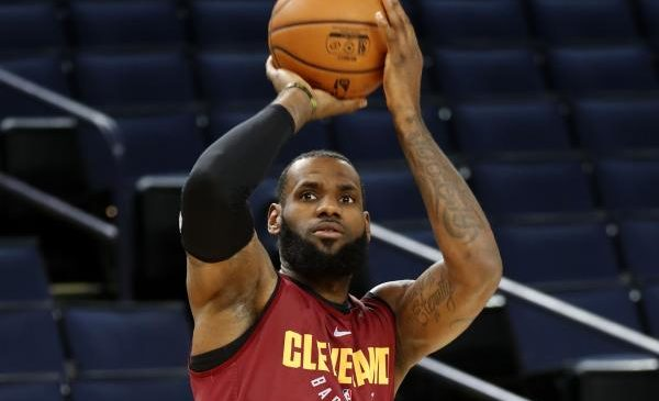 NBA Finals: Cavs look to bounce back in Game 2