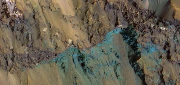 New image shows exposed bedrock in Hale Crater on Mars
