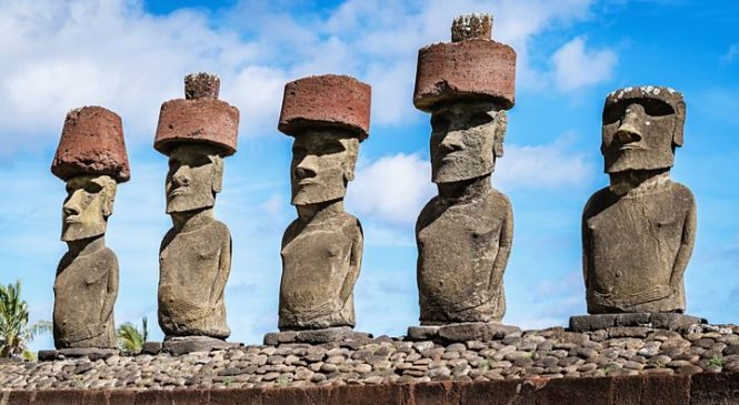 How hats were placed atop the Easter Island statues