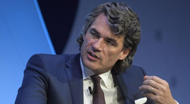 BT chief executive Gavin Patterson to step down