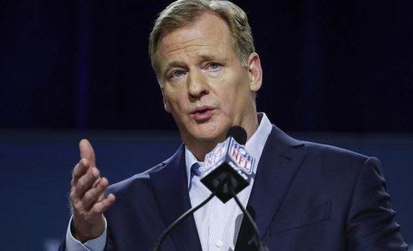 NFL, players' union at impasse on national anthem policy