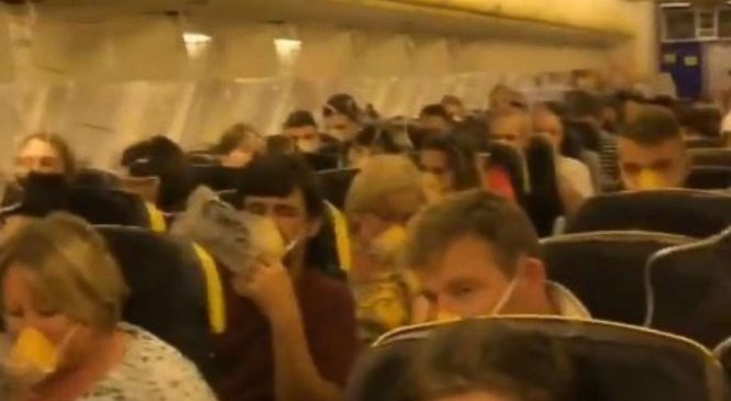 33 passengers hospitalized after Ryanair flight depressurizes