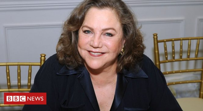 Kathleen Turner dishes the dirt on Hollywood