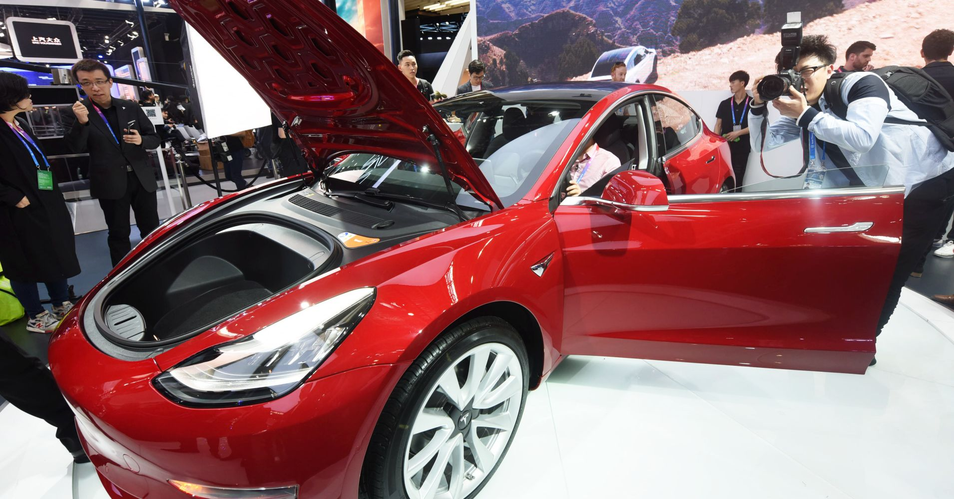 There are big doubts about how Musk will pull off the Tesla buyout, but Morgan Stanley may have found a way