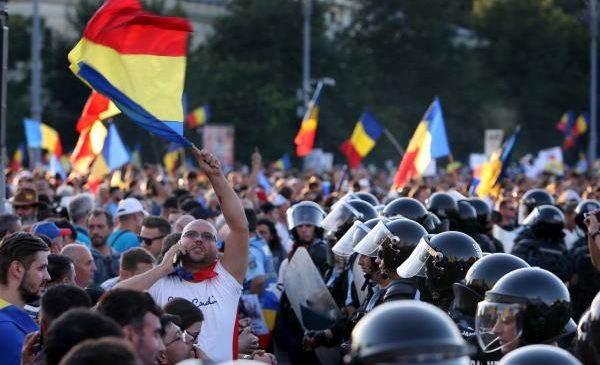Anti-government protests turn violent in Romania