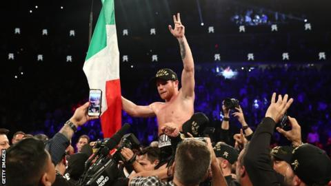 Alvarez takes stunning points victory over Golovkin to win world middleweight titles