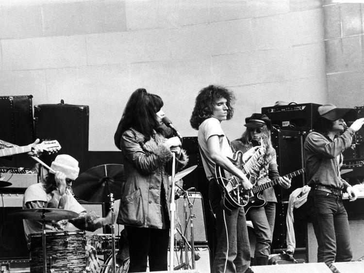 (L-R): Drummer Spencer Dryden, singer Grace Slick, guitarist Jorma Kaukonen, bassist Jack Casady, singer Marty Balin