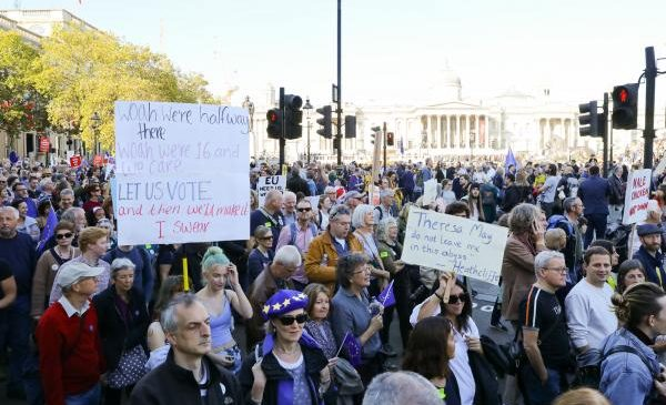 Thousands rally in London for Brexit referendum
