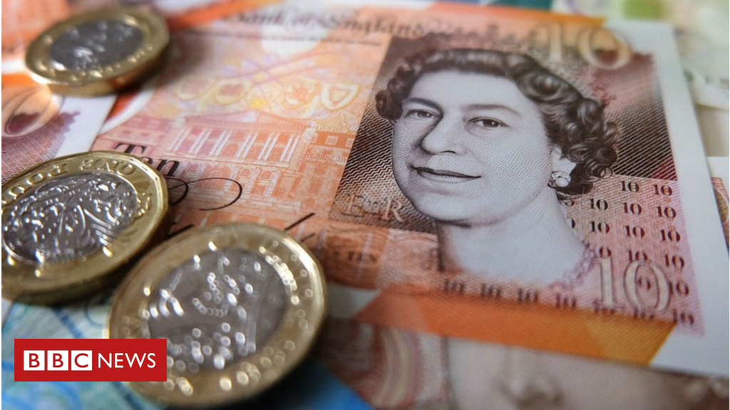 Pound sinks after no confidence report